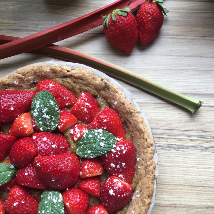 Tarte vegan de saison fraise-rhubarbe